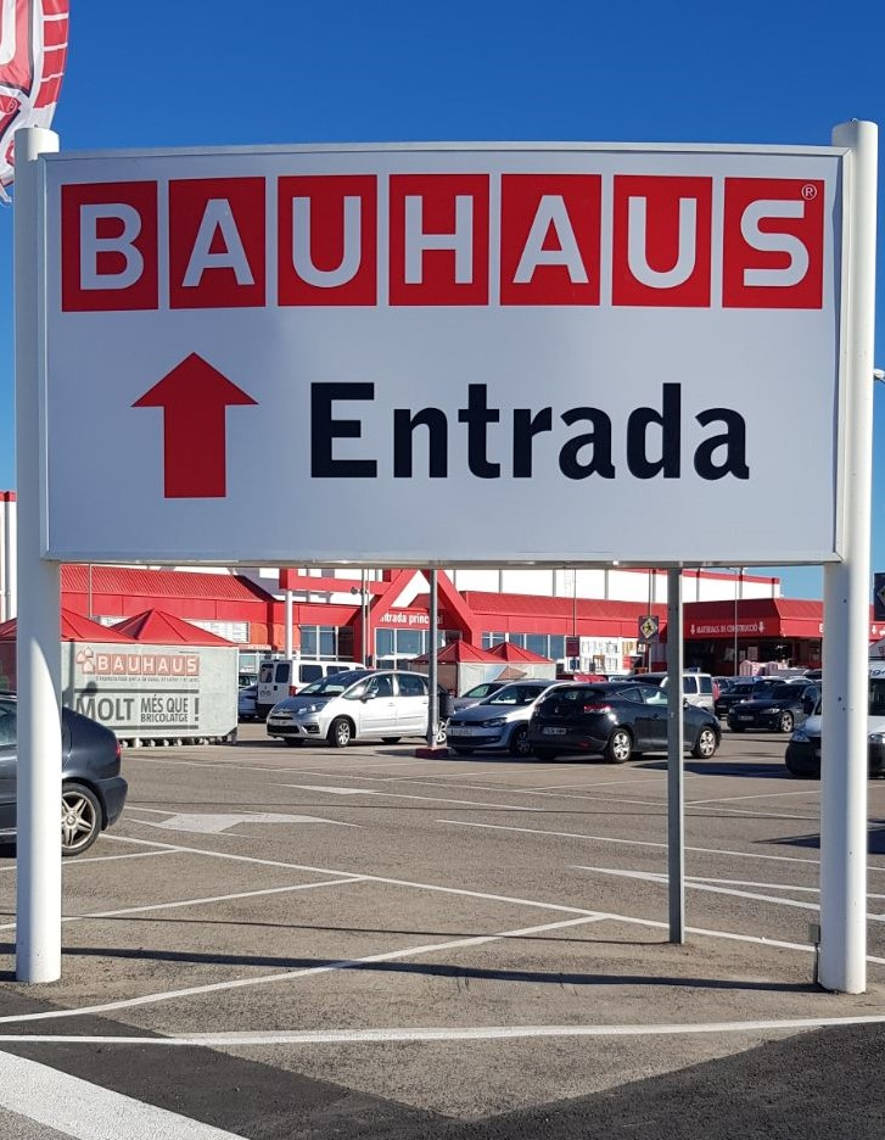 Tanca amb vinil polimeric signo l deres en serigraf a for Bauhaus tarragona catalogo